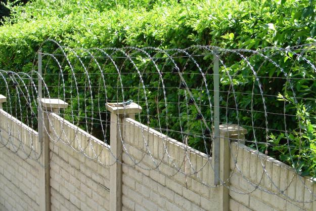 how to install razor wire on wall